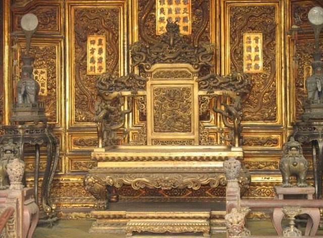 瓦德西坐龙椅说了什么老照片曝光,瓦德西坐故宫龙椅的下场死的很惨吗