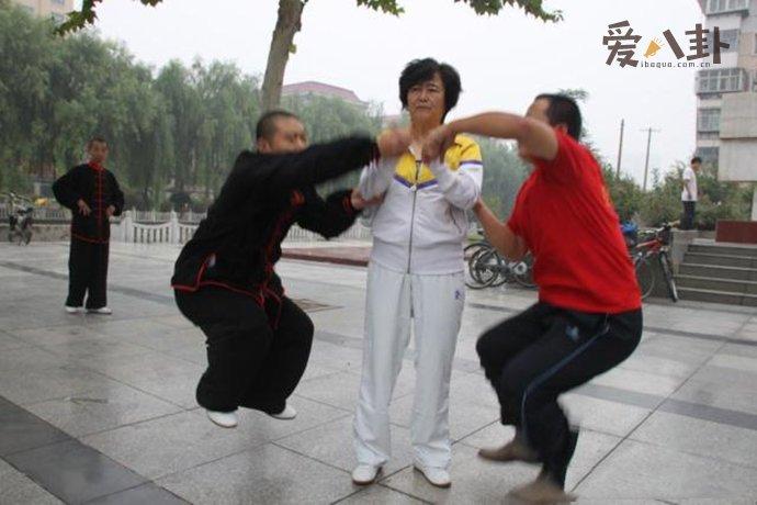 太极大师闫芳被揍 功夫原来都是作秀