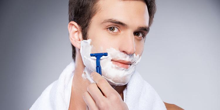 剃须刀片多久换一次 保养清洁剃须刀的正确步骤有哪些?
