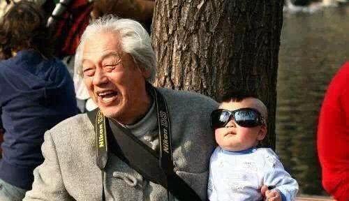 姥爷亲还是爷爷亲?从DNA的角度来看孙子和外孙哪个亲