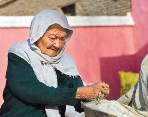 中国第一寿星阿丽米罕 目前131岁历经三个世纪依然健在